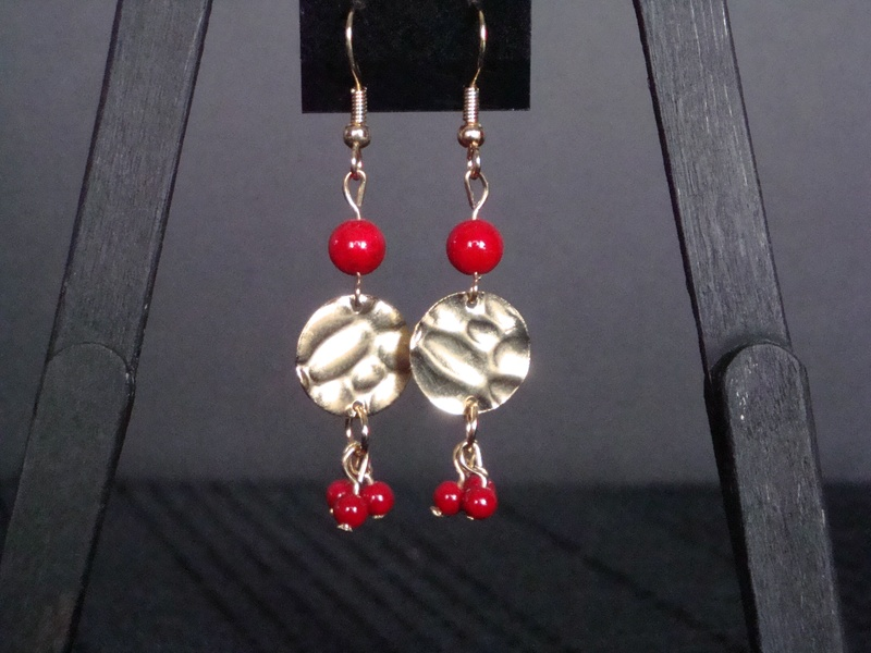 Red Stones 'n' Gold Medallions (Item #3055)  $10.00